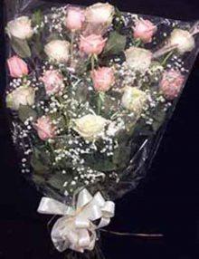 ramo fun. blanco-rosa . ainara Floristas
