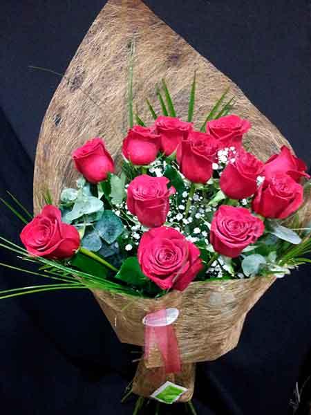 12 rosas rojas tallo largo