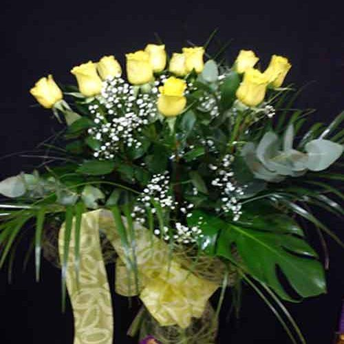 12 rosas amarillas