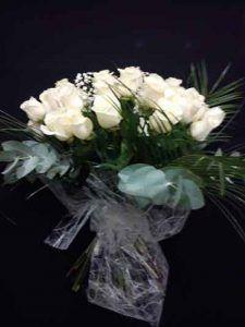 12-rosas-blancas-peluche -de-regalo