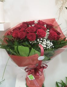 Rosas rojas tallo largo 1